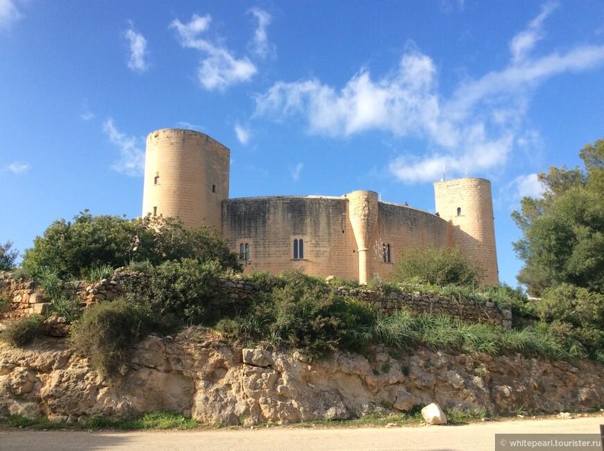 Замок-крепость Бельвер (Bellver)