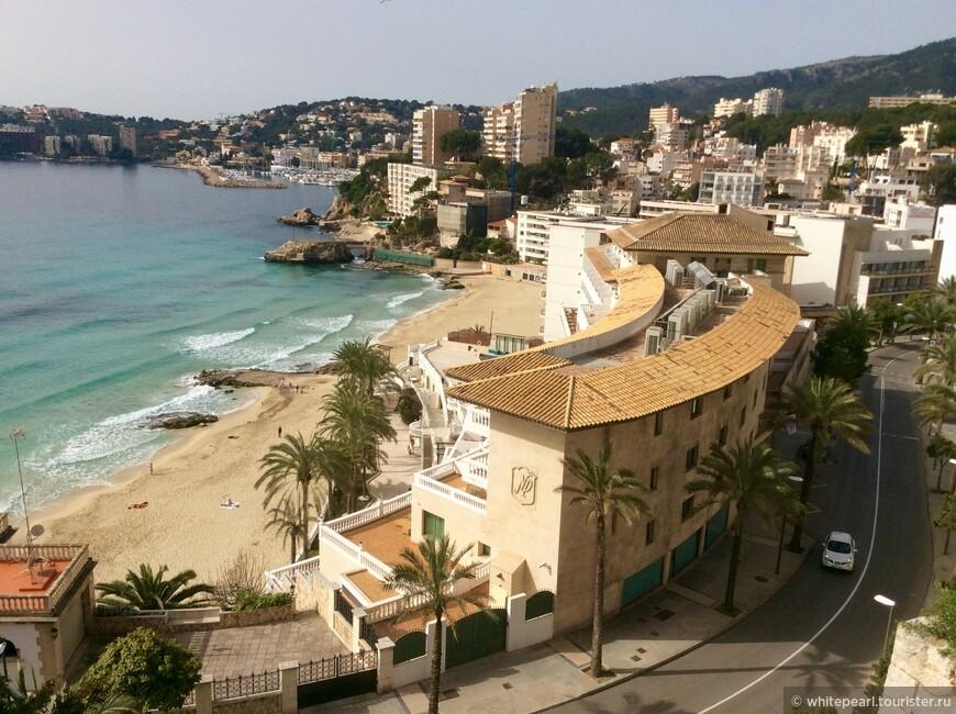 Район Cala Mayor, вид на пляж и отель Nixe Palace