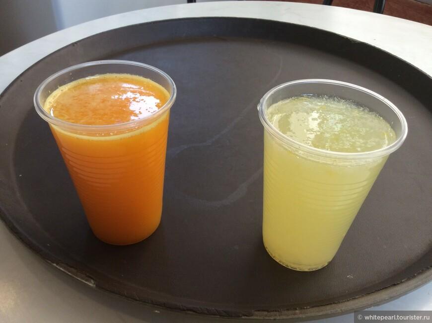 Вкуснейшие свежевыжатые апельсиновый и лимонный соки в городке Сольер хорошо утоляют жажду