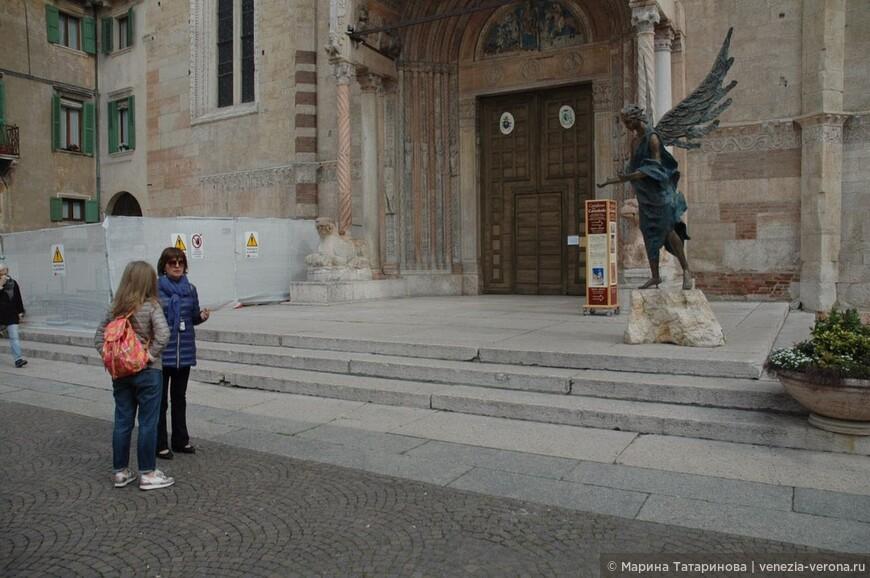 Кафедральный собор Вероны. Главный вход