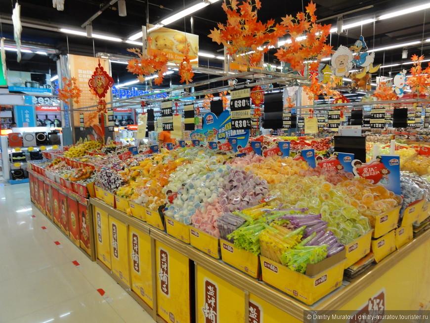 Сладости в супермаркете ТЦ Ананас