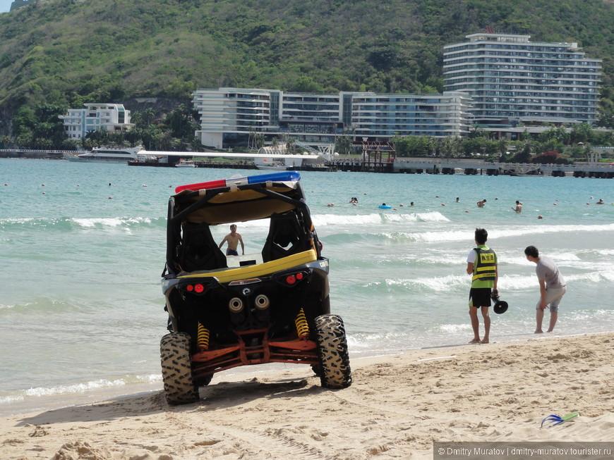 Пляжная полиция выгоняет туристов при купании в неположенных местах