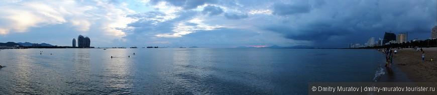 Панорамный вид с муниципального пляжа