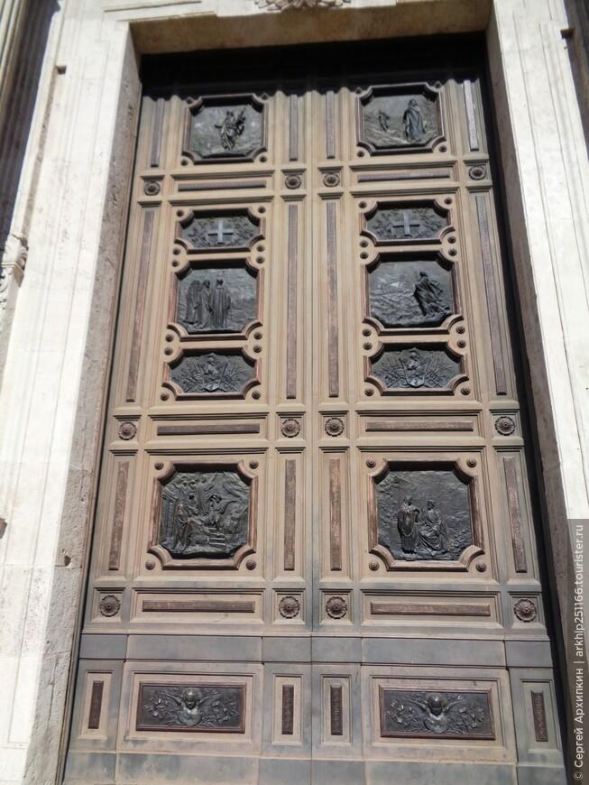 Оформление бронзовых дверей собора