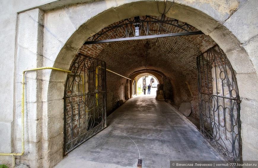 Вход в крепость, через Башню Ворот.