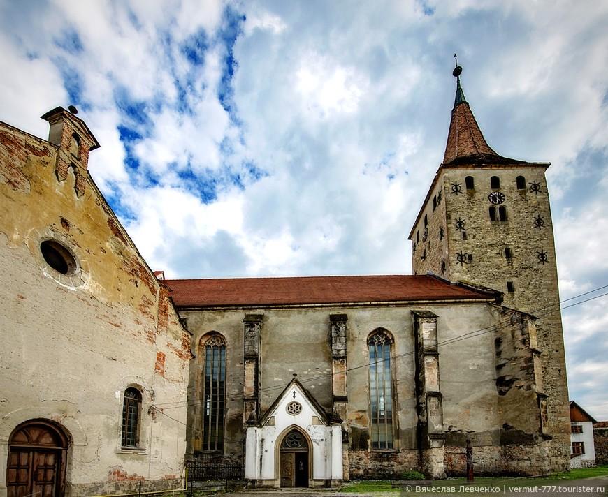 Кальвинистская церковь  («Большая Церковь»), самый важный архитектурный памятник крепости и города Аюд.