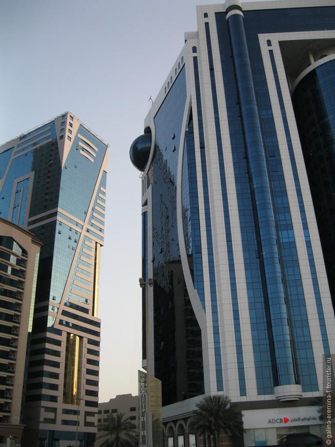 Шарджа, здания на берегу лагуны Халид