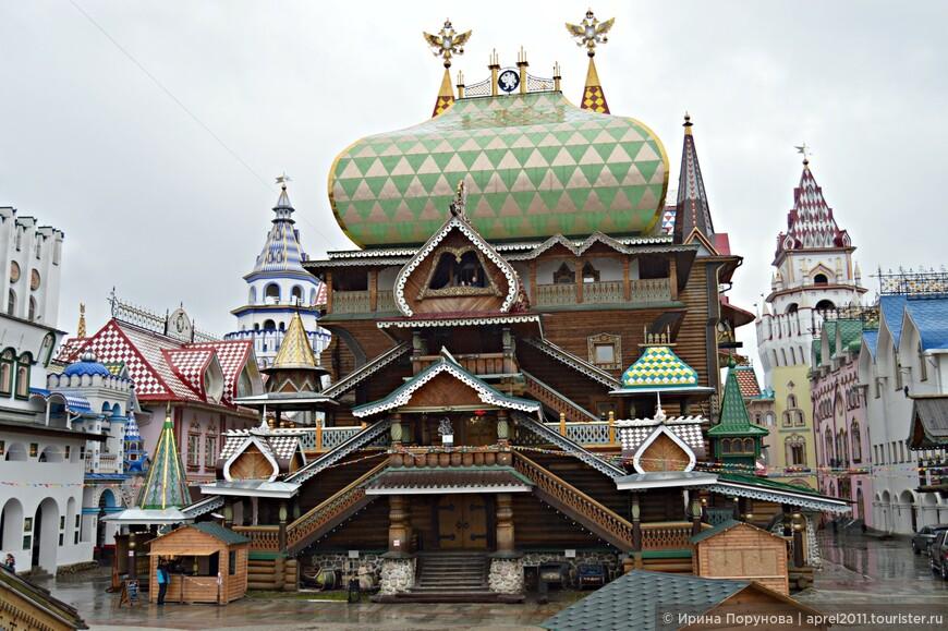Дворец русской трапезы является доминантой всего архитектурного комплекса.