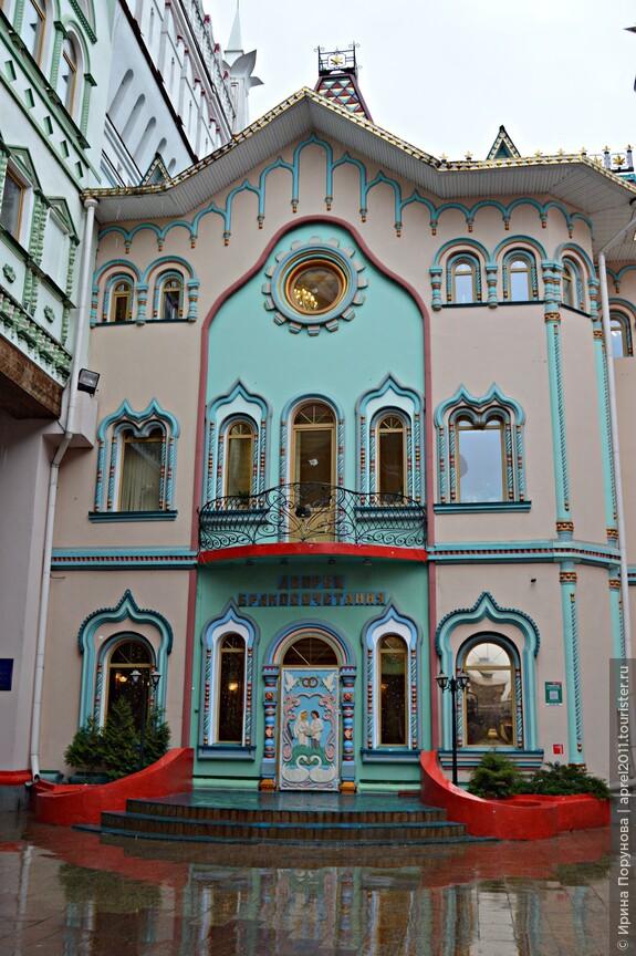 Дворец бракосочетания открыт на территории Кремля с 2009 года.