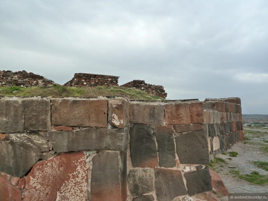 Древние крепостные стены.