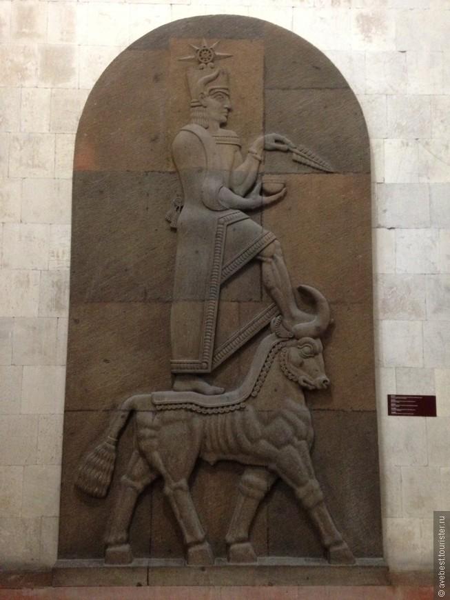 Целых шесть веков Эребуни оставался единственным городом во время Араратской долине. Но затем Агришти I построил еще один крупный город - Аргиштихинили, который уже выполнял не столько военные задачи, сколько хозяйственные.