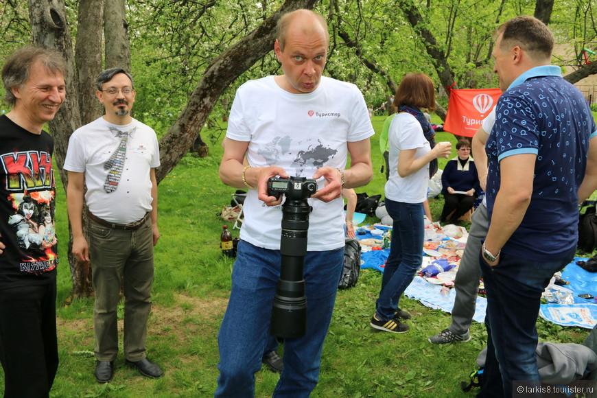 Олег продолжил мастер-класс по использованию профессиональной фототехники.