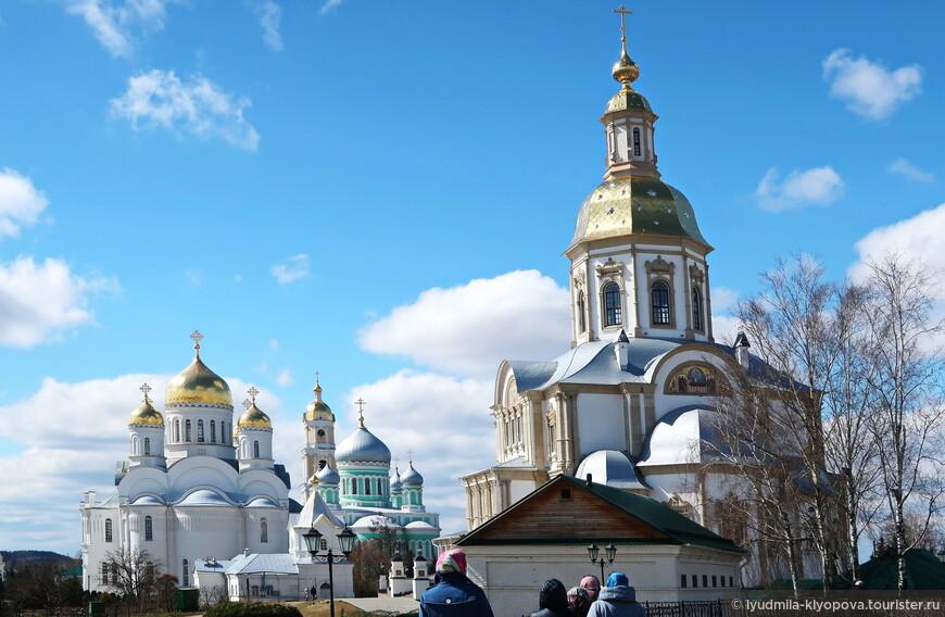 Все большие храмы Дивеевского монастыря.