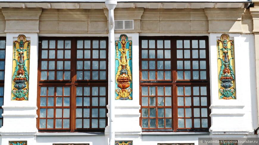 В декоре храма использованы изразцы – традиция, появившаяся в 17 веке.
