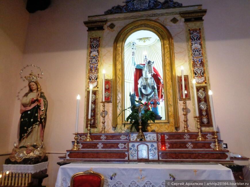 В одной из церквей Кастельмолы