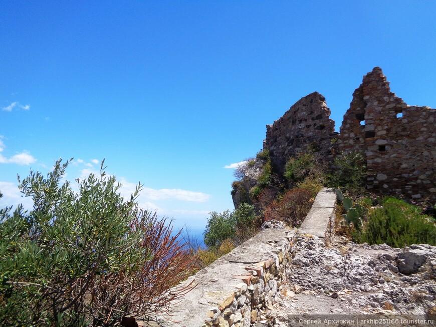 Поднимаюсь на самую высокую точку Кастельмолы - замок