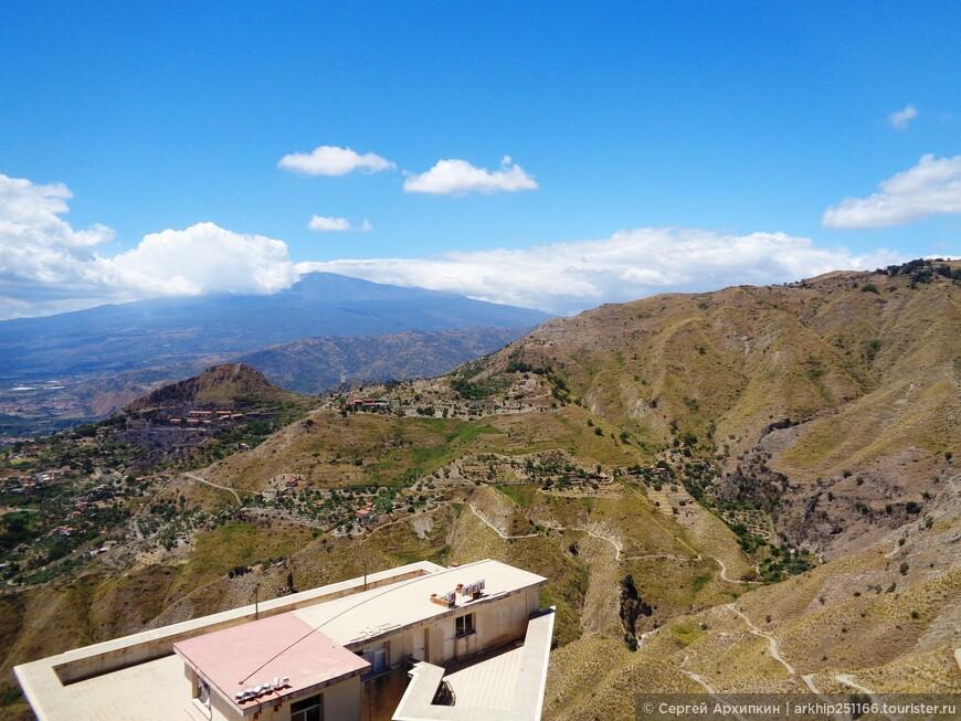Вид с замка Кастельмолы - вдали опять Этна