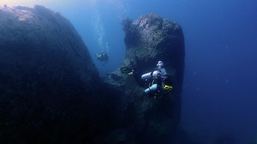 """Подводные скалы у острова Ко-Ранг. Дайвсайт """"Пинакл""""."""
