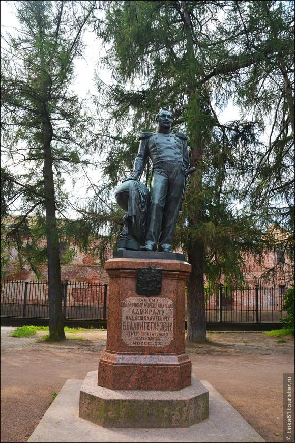 Памятник адмиралу Беллингсгаузену на Обводном канале.