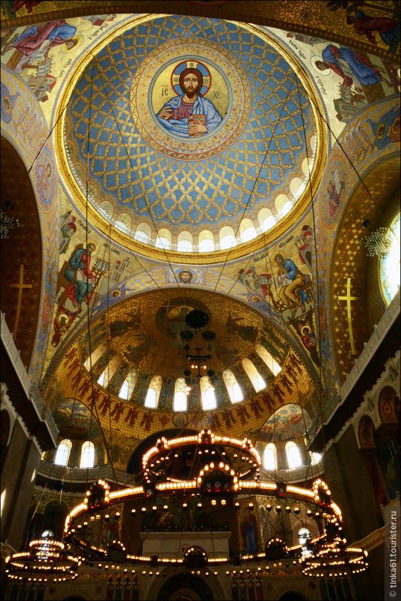 Великолепные отреставрированные купола и полукупола Морского собора.