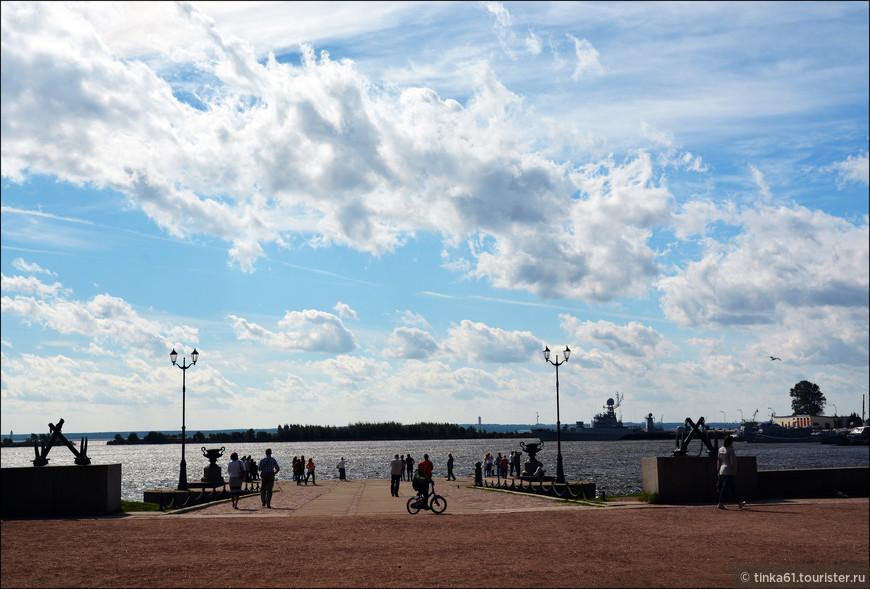 Петровская пристань славится тем, что от нее уходили в походы многие прославленные русские корабли и отсюда начинались многие кругосветные путешествия.