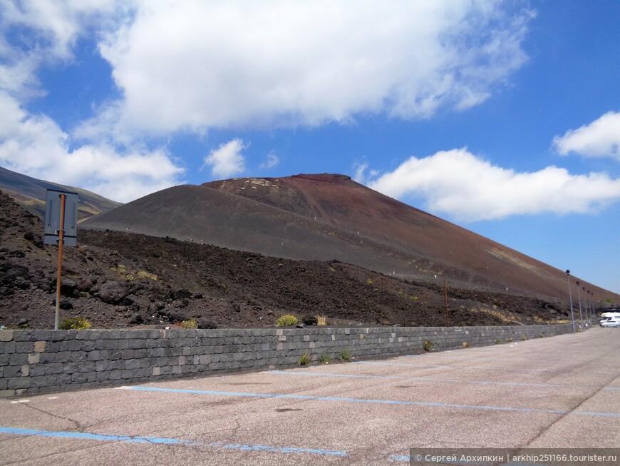 """Представляю вниманию дополнительные фото к моему ранее выставленному отчету - """" Ее Величество - коварная Этна!"""" (фото не повторяются)  На фото кратер вулкана Этна который носит название Сильвестри (Monti Silvestri Superyori)- он находится за автостоянкой недалеко от фуникулера"""