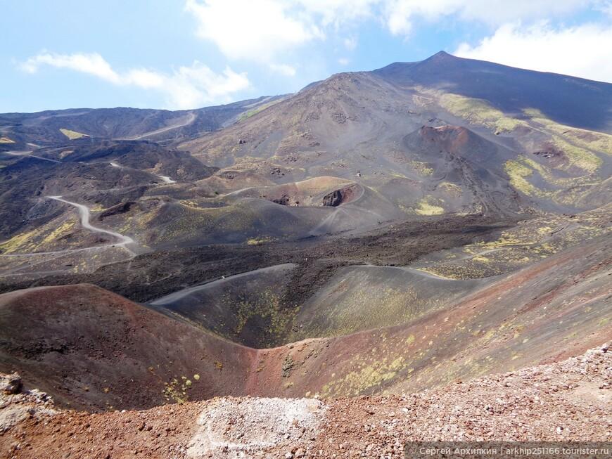 Виды с Сильвестри - самые живописные - поэтому обязательно поднимитесь именно на этот кратер