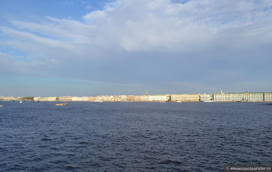 Петербург - это простор! Нева в центре города - нигде больше нет такого чуда. Здесь глубоко дышится. Здесь формируется душа города.