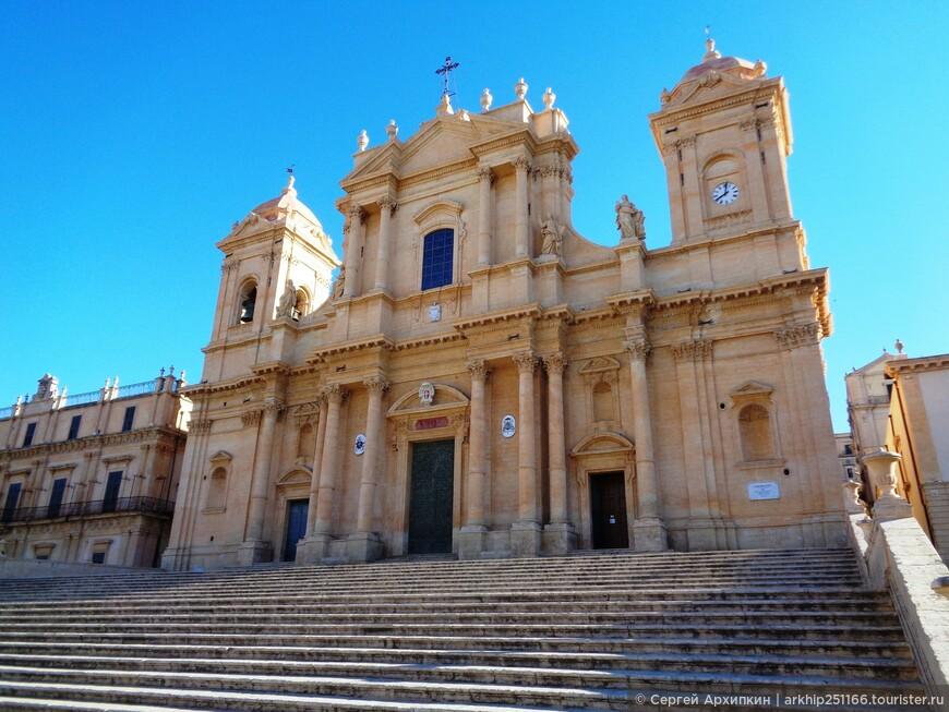Построен после землятрясения  1693 года