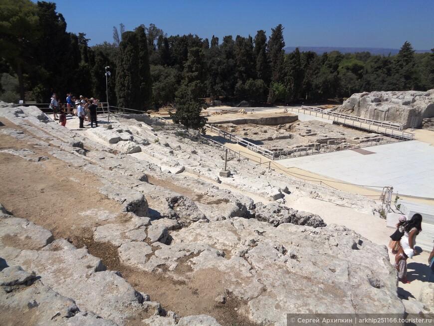 Затем я вышел к главному объекту всего парка - это древнегреческий театр -самый большой на Сицилии