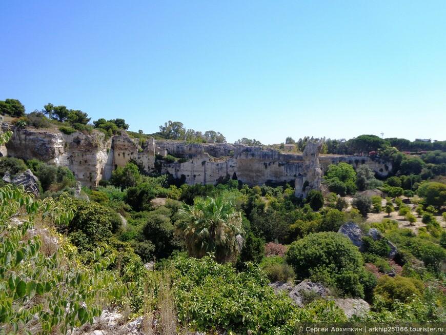Это следущие массив каменоломен и именно здесь расположено Ухо Дионисия