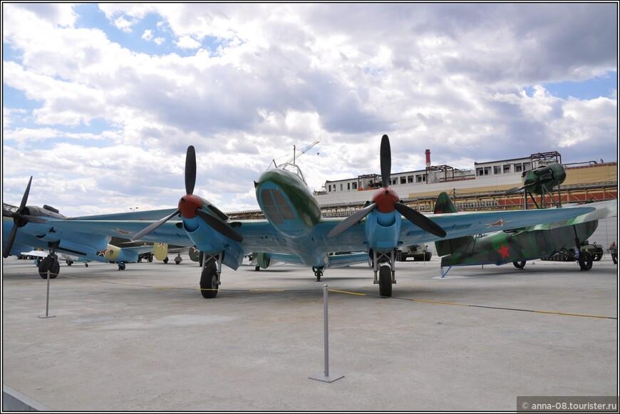 Пикирующий бомбардировщик Пе-2ФТ