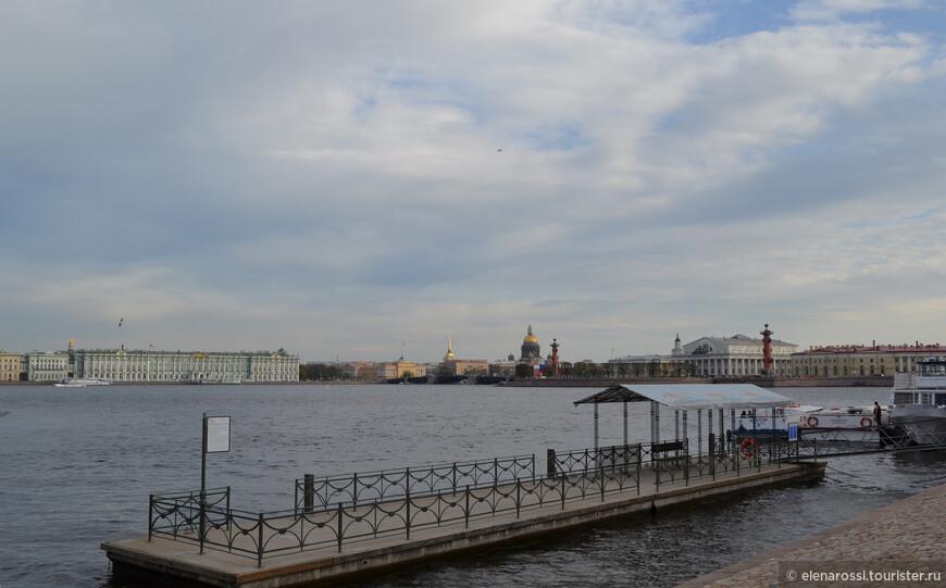 Знаменитый вид от Петропавловской крепости на Васильевский остров.