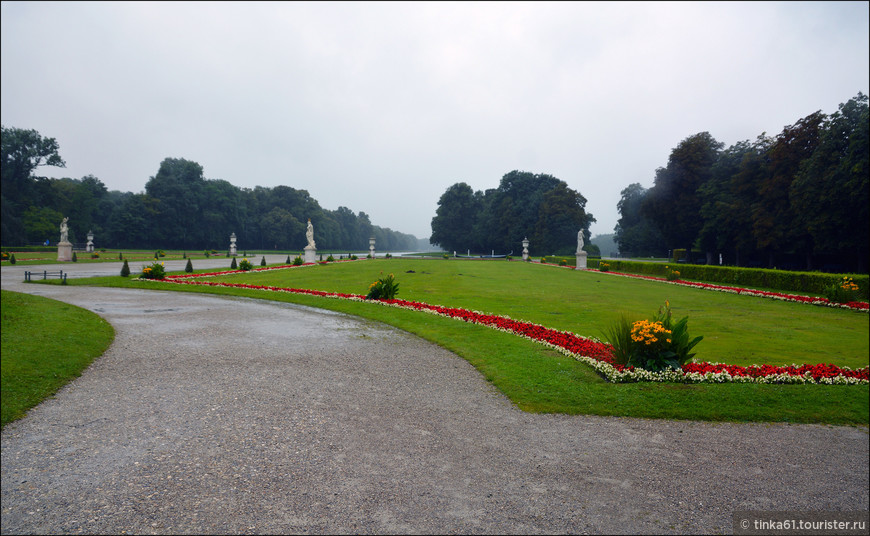 Парковая зона в XVIII веке была сильно расширена и перестроена во французском стиле по образу Версаля. В начале XIX столетия ее переделали под английский «естественный» дизайн (при сохранении общего замысла барокко), вытеснявший французский «искусственный» стиль.