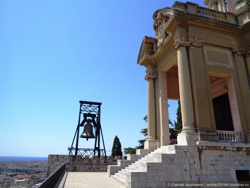 Данный собор был воздвигнут при Муссолини, в нем были захоронены останки тысячи солдат погибших в Первую Мировую войну