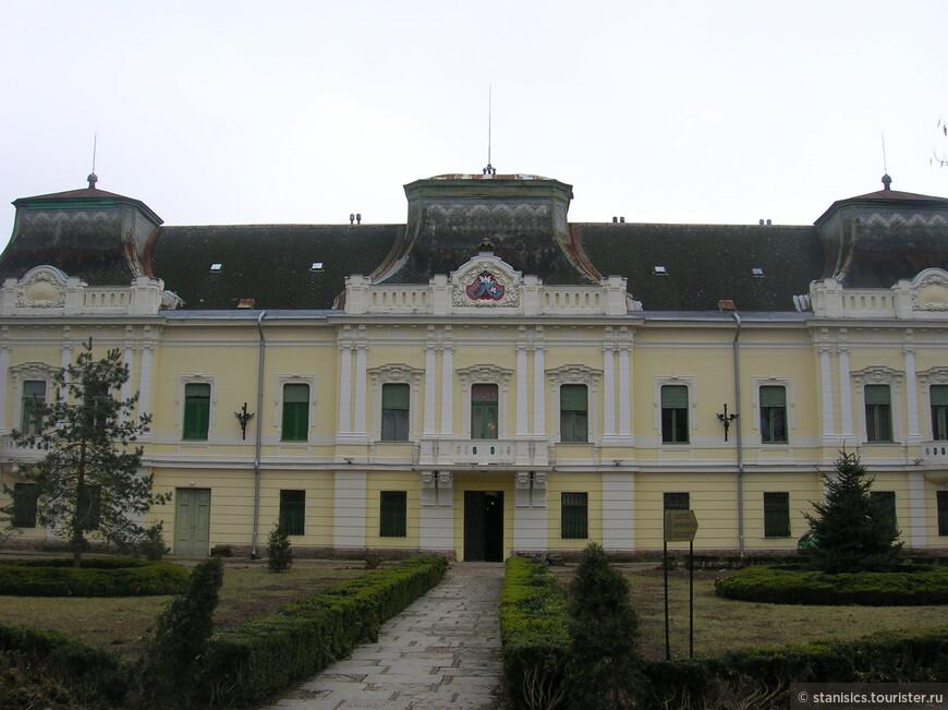 Епископская резиденция (Владычанский дворец) сербской православной церкви - Вршац