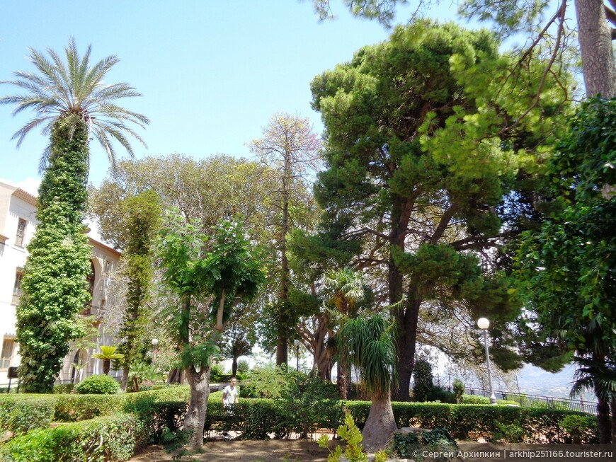Сад за собором