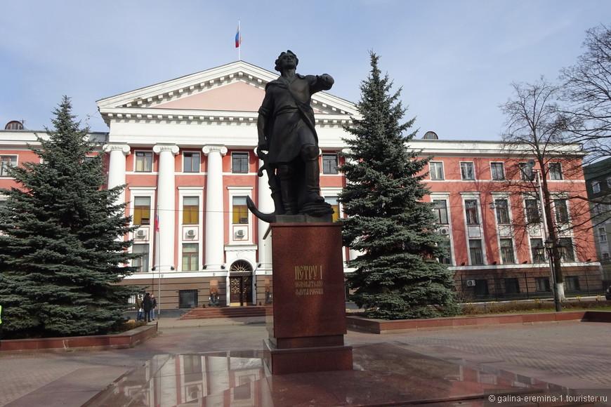 Калининград, памятник Петру I у штаба Балтийского флота