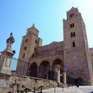 Пешком по средневековому  Чефалу (Сицилия)