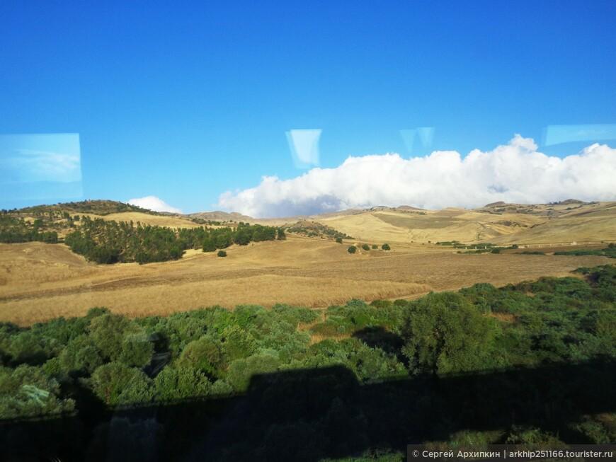 Пока ехал в глубь Сицилии - любовался из автобуса островными пейзажами