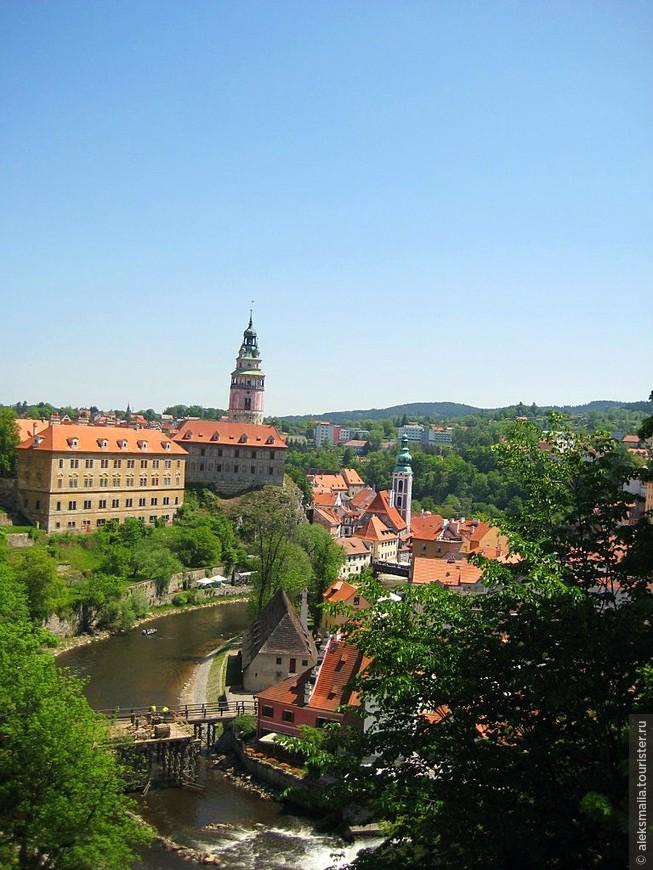 Монетный двор (желтое здание), Малый Град и Замковая башня
