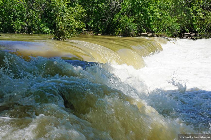 Самый большой праздник если весной проходят дожди. Всю пресную воду в Техасе собирают в водохранилища.