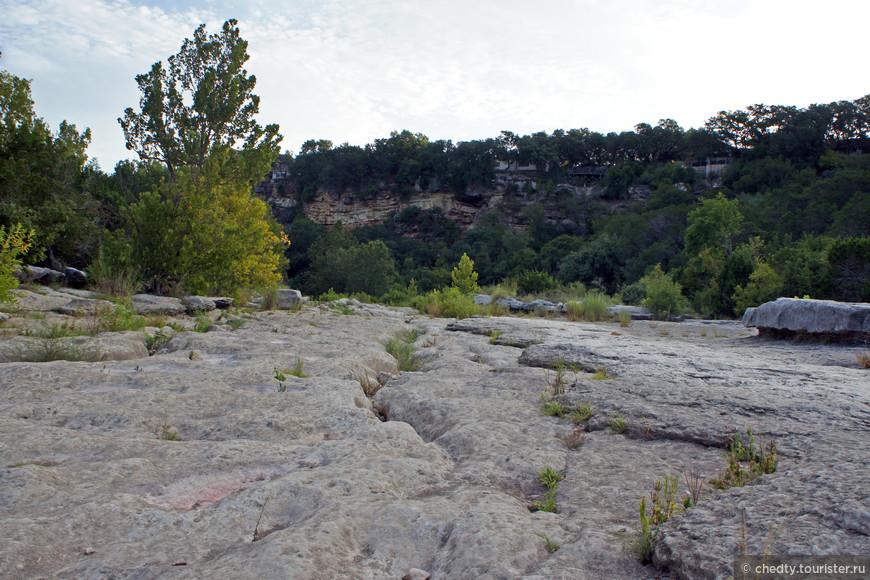 Засуха... Здесь была река и это ее дно.