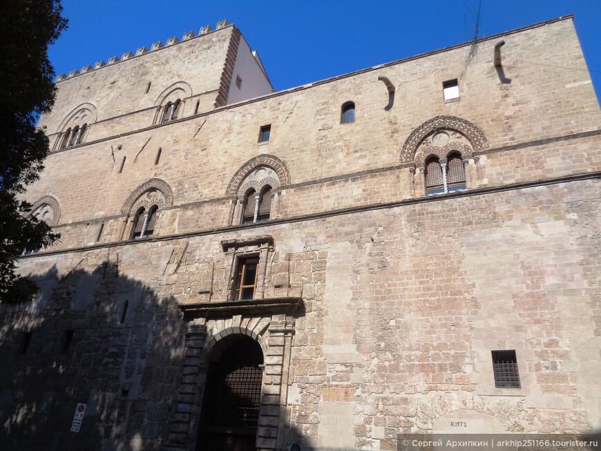 Дворец (палаццо) Кьяромонте -Стери - больше похож на крепость