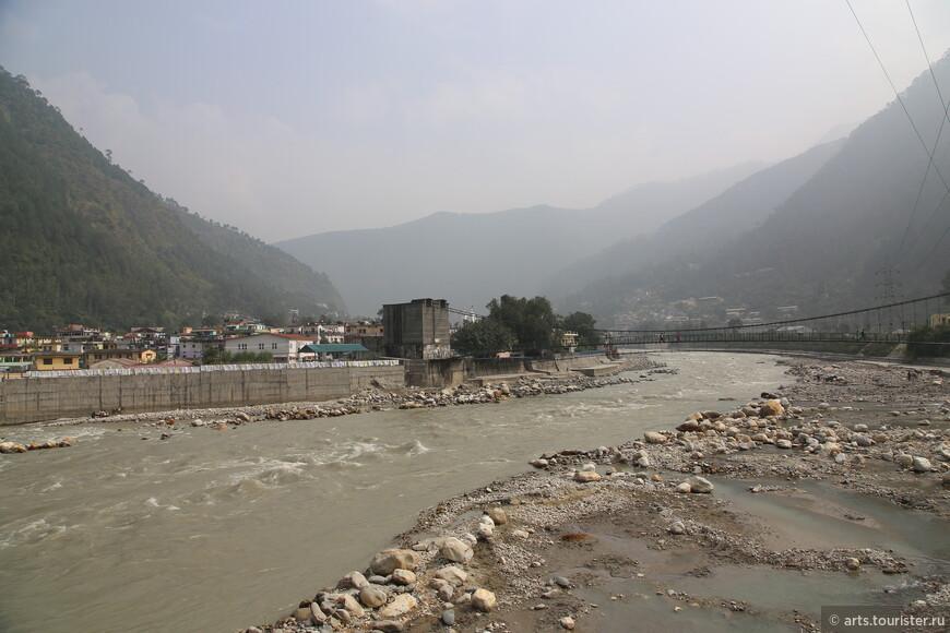 Река Бхагиратхи.