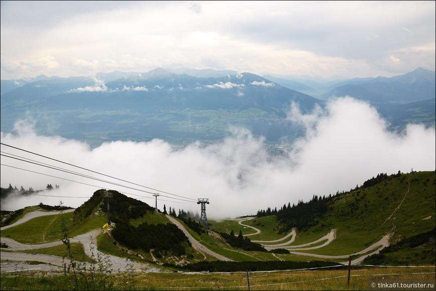 Туман  накрыл Инсбрук с головой, но всё равно очень красиво!