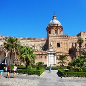 По центру Палермо - у Кафедрального собора