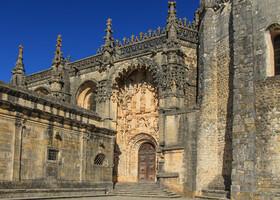 Мануэлинский портал-вход в монастырь.