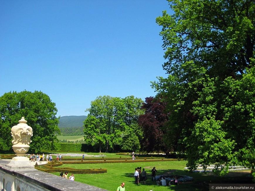 К юго-западу от Замка Крумлов располагаются Замковые сады.