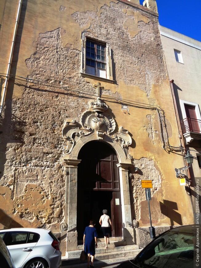 Здесь все перемешено - и средневековые церкви и барочные палаццо и запутанный лабиринт улочек